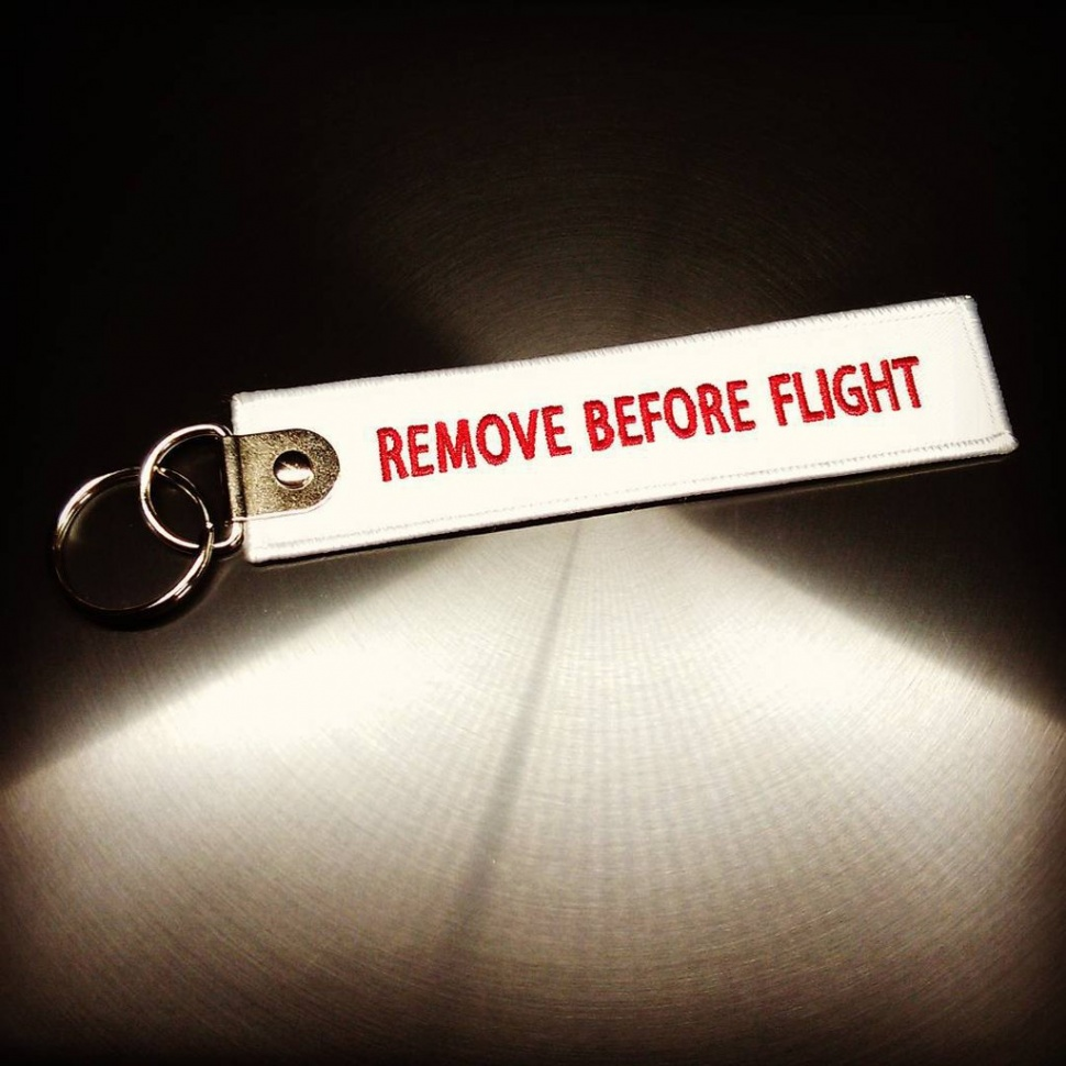 Брелок Remove Before Flight белый